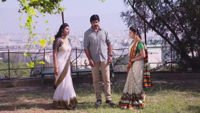 Mrudula, Kanakam and Krishna Prasad in Ninne Pelladatha