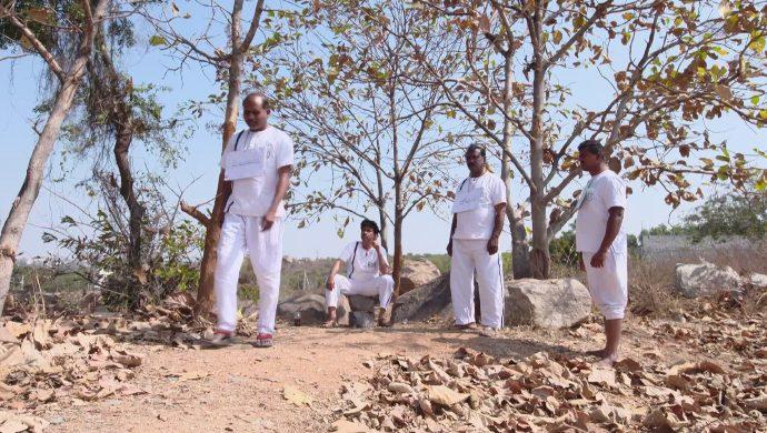 Shobhan Raju with his inmates in Akka Chellellu