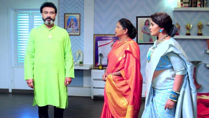 Arunbabu, Amma and Vagdevi in No 1 Kodalu