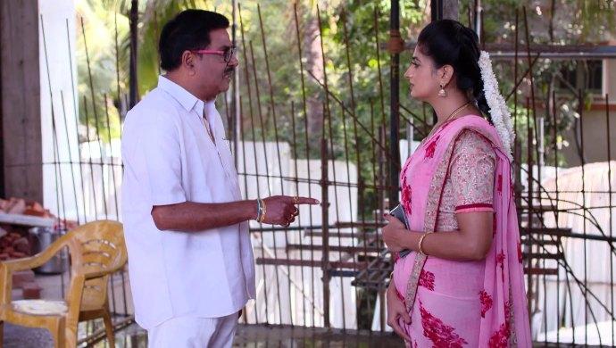 Dharani and the builder in Akka Chellellu