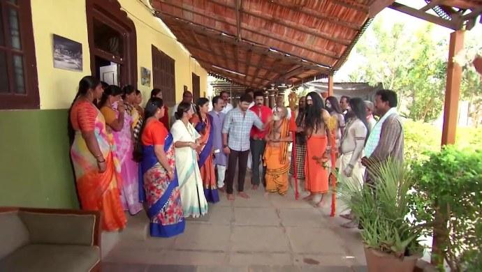 Jai and the Priests in Kalyana Vaibhogam