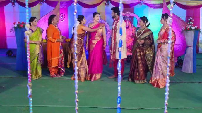Laya, Rocky and everyone in Thoorpu Padmara