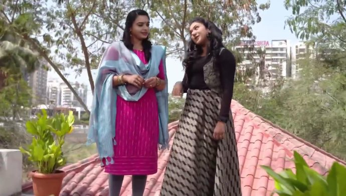 Laya and Shruti in Thoorpu Padamara