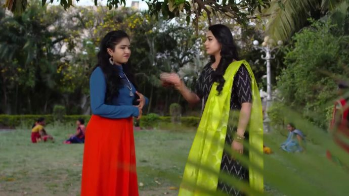 Laya and Shruti in Thoorpu Padmara