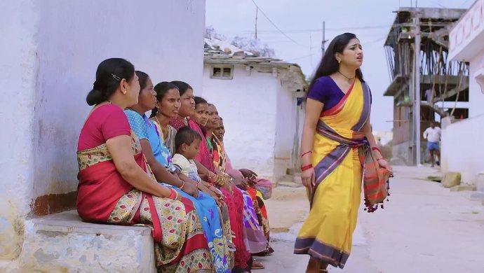 Nayani and others in Trinayani
