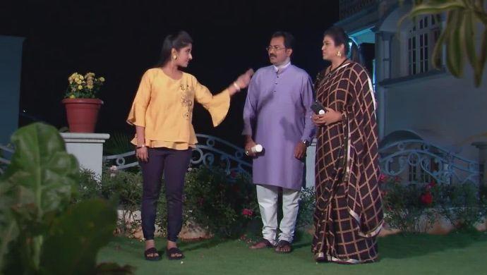 Nithya with Chandrika-Prasad in Kalyana Vaibhogam