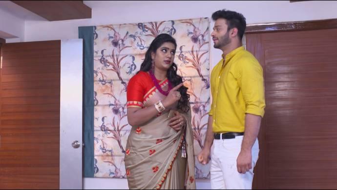 Priyamvada and Aditya in Akka Chellallu