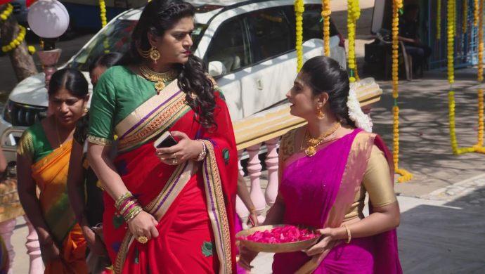 Priyamvada and Dharani in Akka Chellellu