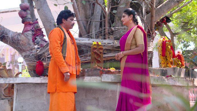 Shobhan Raju and Dharani in Akka Chellellu