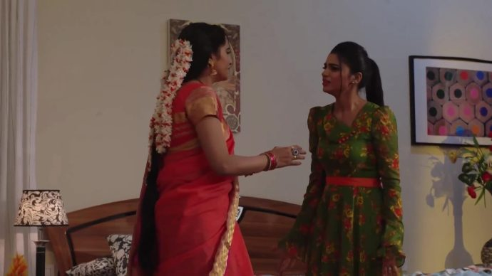 Vinaya and Mohini in Thoorpu Padmara