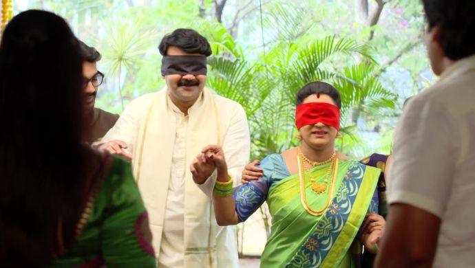 Bharati and Arjun Prasad in Ninne Pelladatha