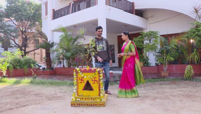 Mrudula and Madhu in Ninne Pelladatha (1)