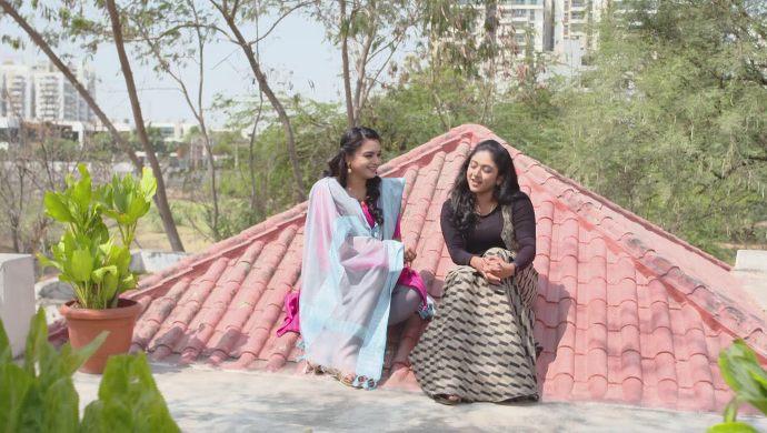 Shruti and Laya in Thoorpu Padamara