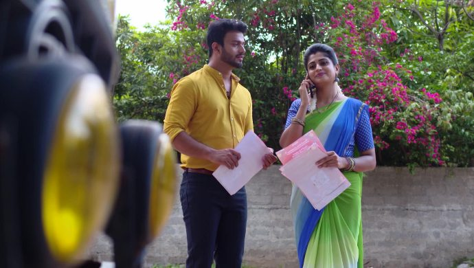 Aditya and Dharani in Akka Chellellu
