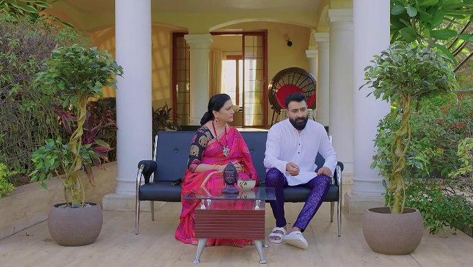 Arya and Mrs Vardhan in Prema Entha Madhuram