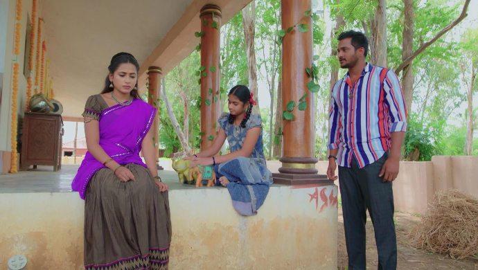 Sarsu and Madhu in No 1 Kodalu