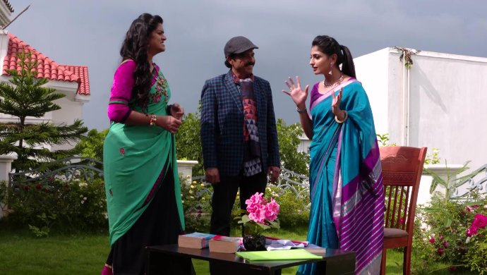 Shobhan Raju, Priyamvada and Shravani in Akka Chellellu
