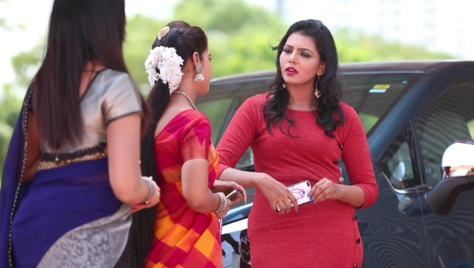 Nandhini meets Vanaja and Mithra