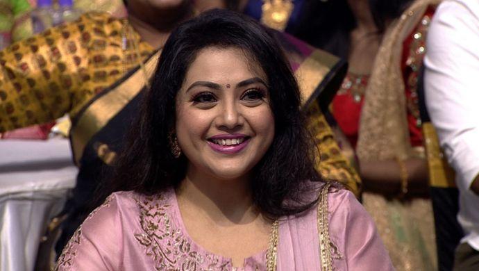 Meena at Zee Tamil Kudumba Virudhugal