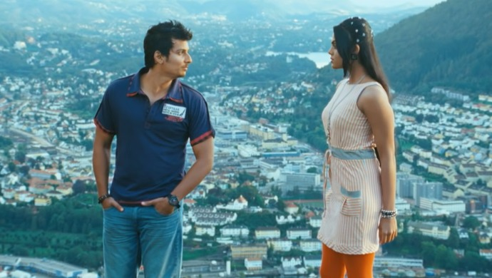 A still from the song Ennamo Yeadho