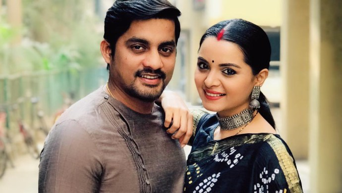 Sangram Salvi and Khushboo Tawde pose together for a photo.
