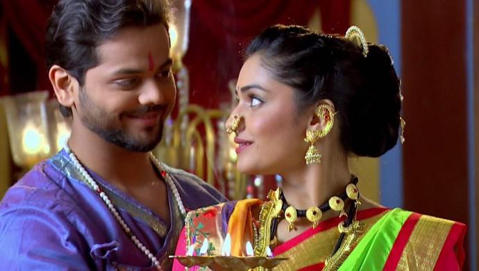 Yashoman Apte and Hruta Durgule in a scene from Phulpakhru.