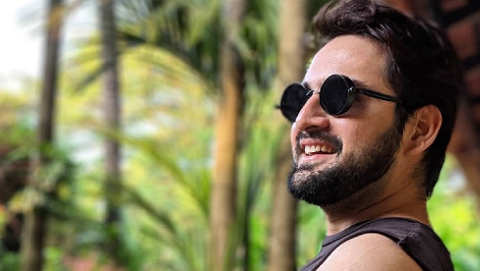 Gulabjaam actor Siddharth Chandekar looks smart in glasses