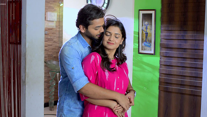 Vaidehi and Manas in romantic mood