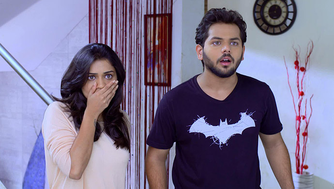 Vaidehi-and-Manas-shocked