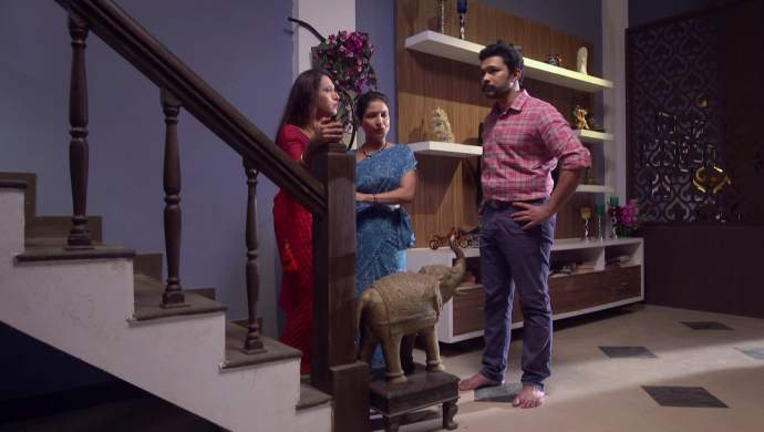 Scene from Ek Ghar Mantarlela.