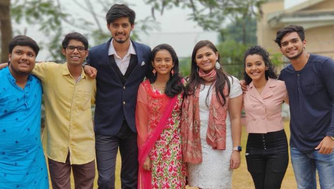The cast of Almost Sufal Sampoorna