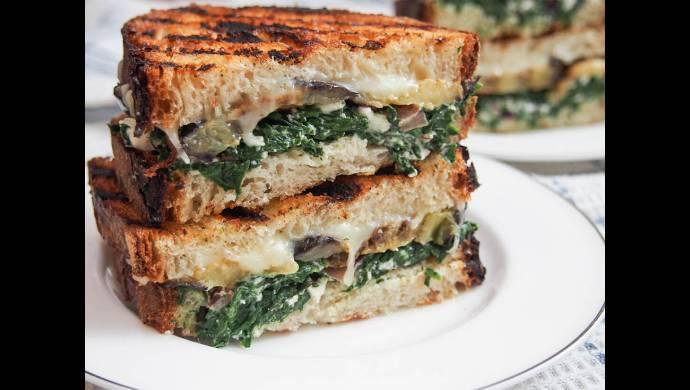 Green spinach sandwich