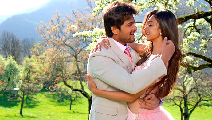 A Still Of Chandan And Aishwarya In The Song Prema Baraha
