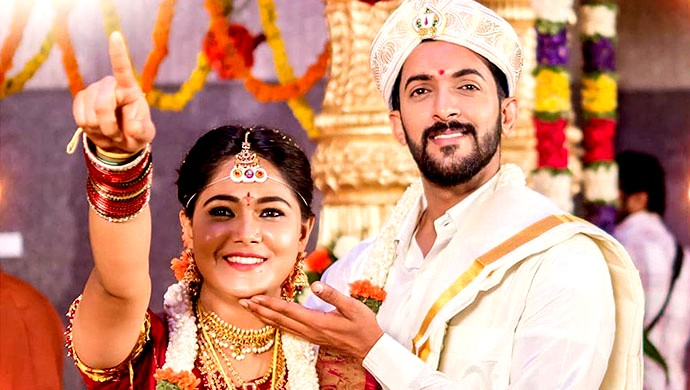 A Still Of Paaru And Adi During The Demo Wedding On The Show Paaru