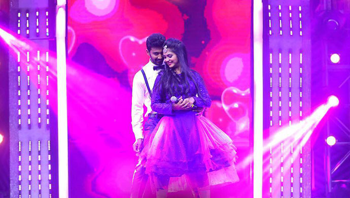 Kamali And Rishi In An Adorable Still From The Kamali-Paaru Jaatre Event
