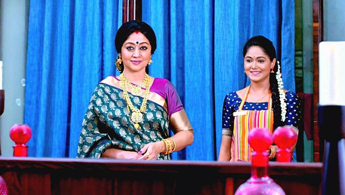 A Still Of Akhilandeshwari And Paaru