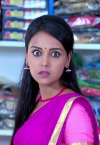 Amulya's Expression When She Sees Manjunath In The Same Saree Store