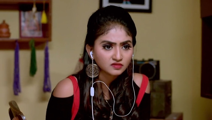 Sarika Gets Furious When She Learns That Aarthi Was Talking To None Other Than Vicky