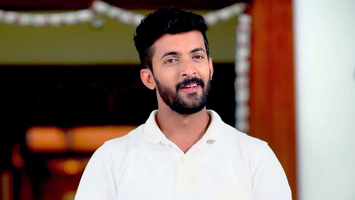 Aditya Is Surprised To See Paaru's Rebel Side