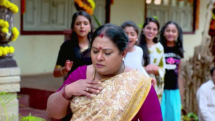 Parimala Getting A Mild Heart Attack