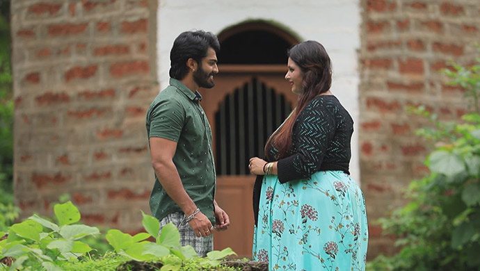 A Romantic Still Of Lucky And Geetha