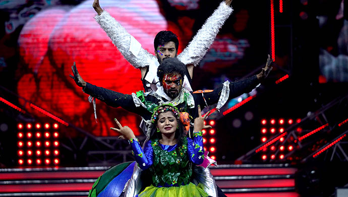 An Exclusive Still Of Adithi And Vicky Performing On Stage