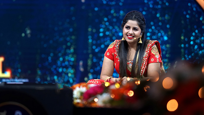 An Exclusive Still Of Hostess Anushree Sitting On Stage