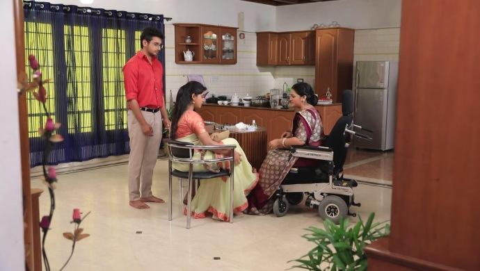 Kaushalya Applies Medicine To Radha's Wound