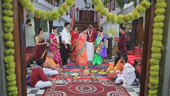 Neelambari Gets Furious With Muttu For Putting The Garland On Belli Instead Of Maya