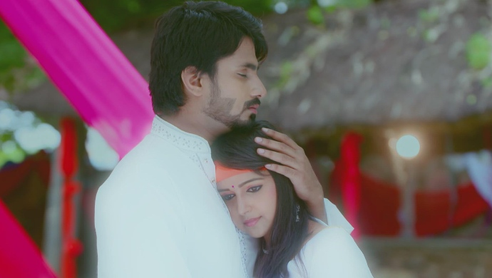 A Dreamy Still Of Vedanth And Amulya