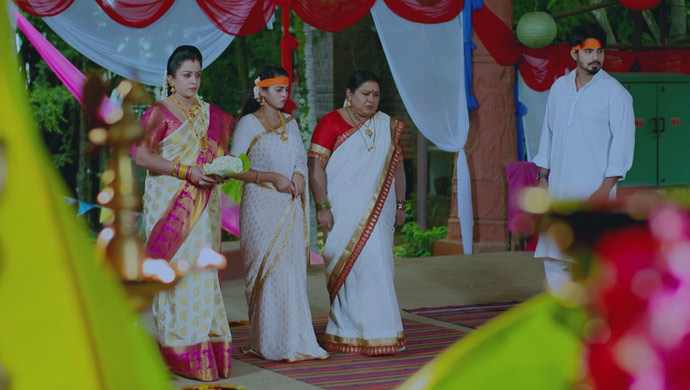 A Still Of Suhasini, Aarthi, Parimala And Vedanth
