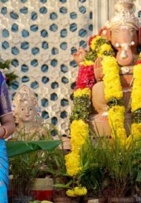 An Exclusive Still Of Paaru Posing With Lord Ganesha's Idol