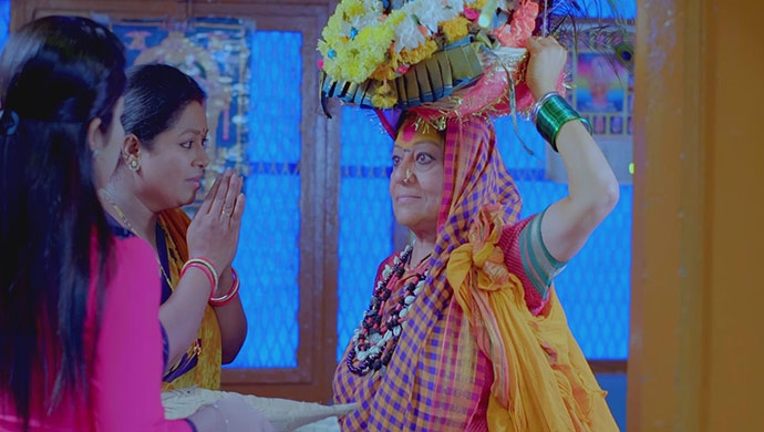 A Still Of Anu, Pushpa And The Town-Crier