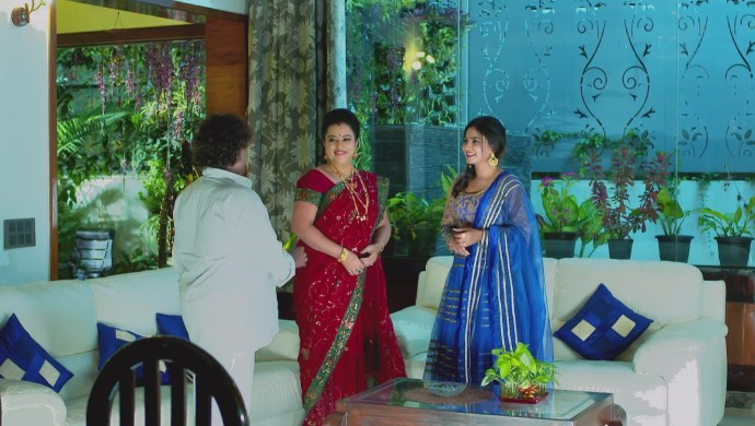 A Still Paramananda, Suhasini And Sarika